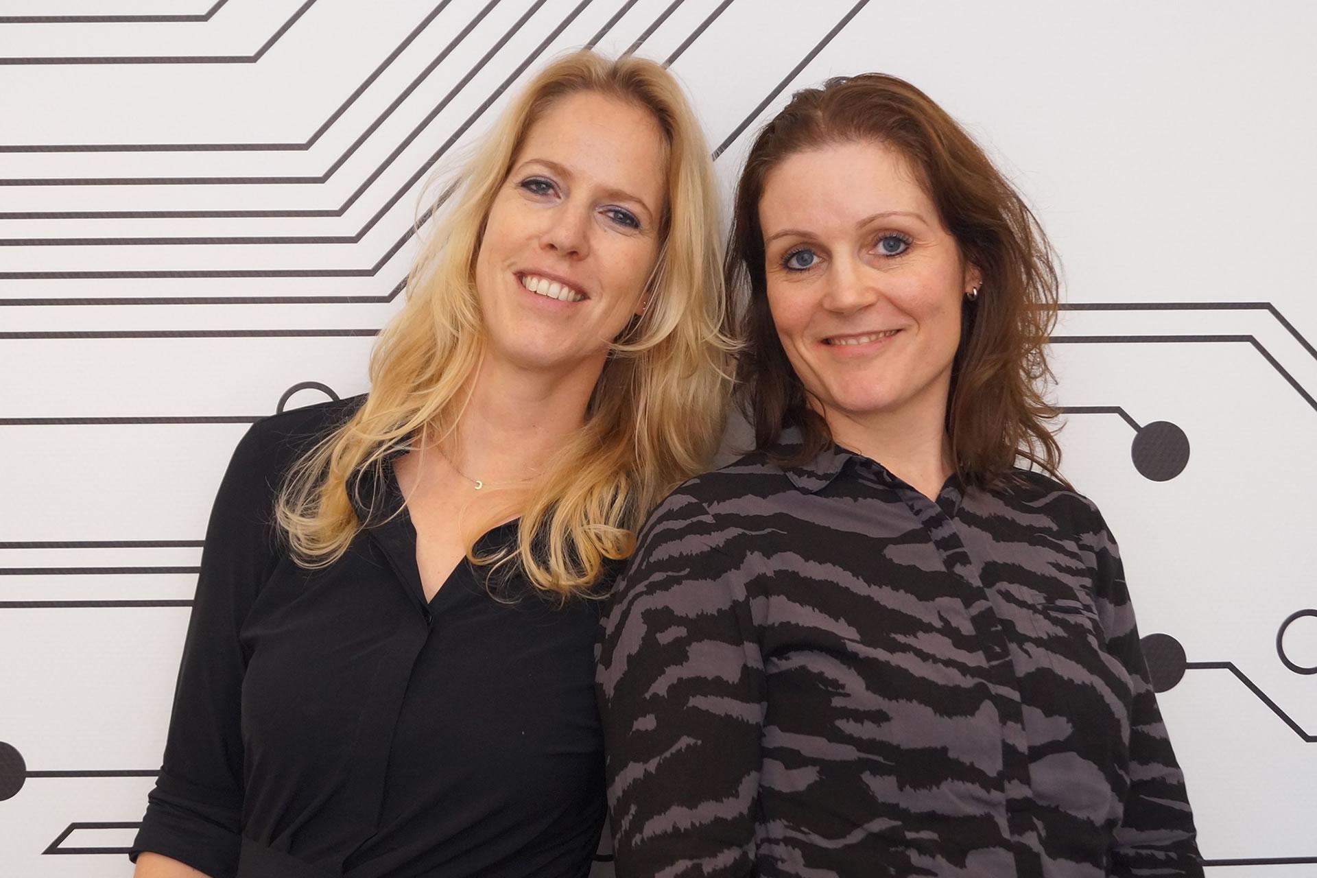Cindy Rovers & Femke Hellings bij de Bank Schijndel